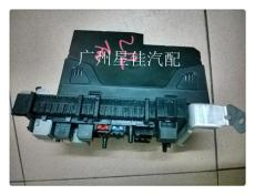奔馳204 C180 C200后SAM電腦 保險絲盒