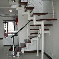 钢木楼梯厂家的产品凸显出强烈的质感